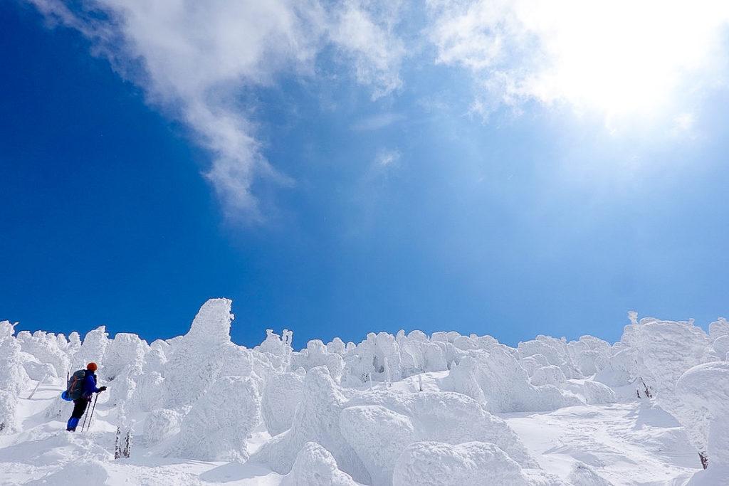 残雪期・西吾妻山・青い空とスノーモンスター