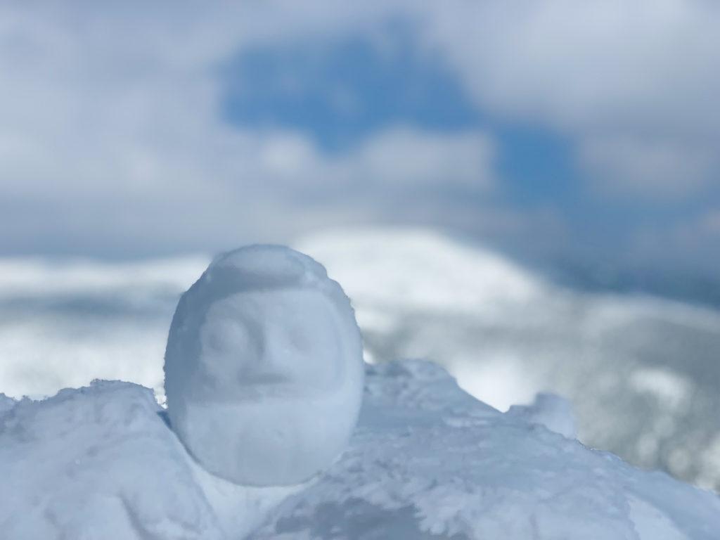 残雪期・西吾妻山・西大巓と雪だるま(うしろは西吾妻山)