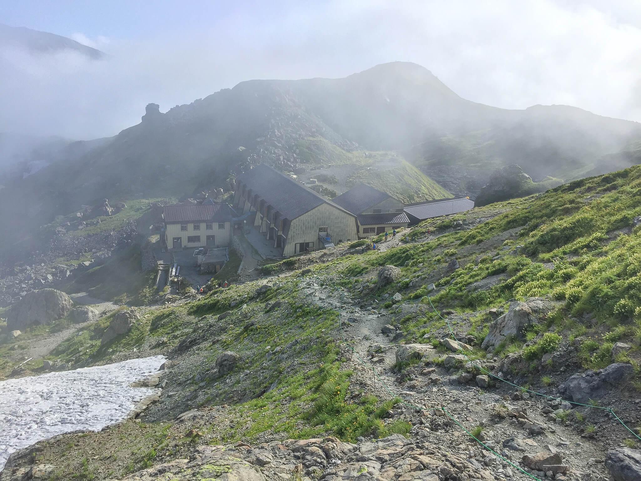 白馬岳・雲の中の村営白馬岳頂上宿舎