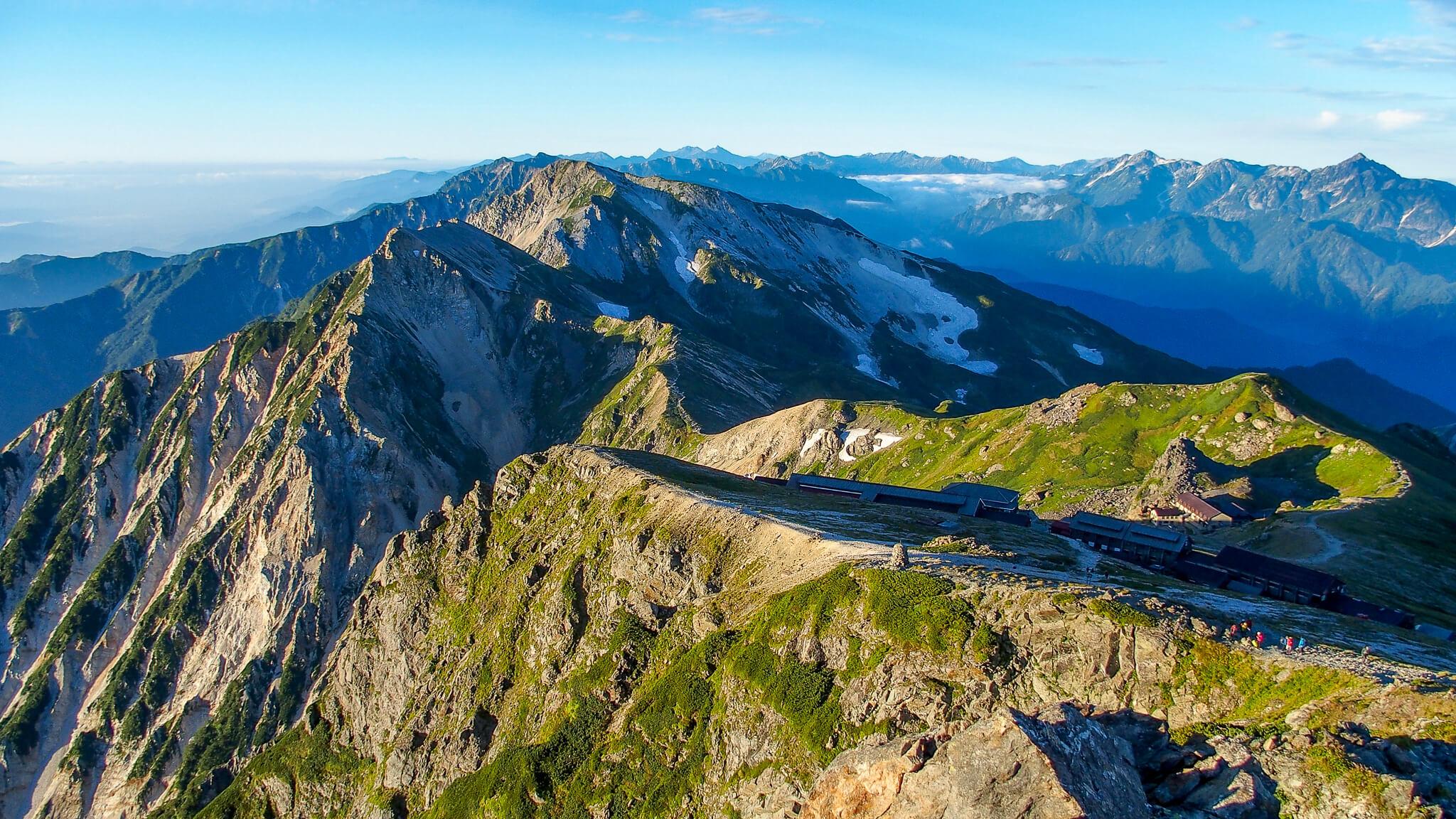 白馬岳・白馬岳山頂からの後立山連峰(左)と立山連峰(右)