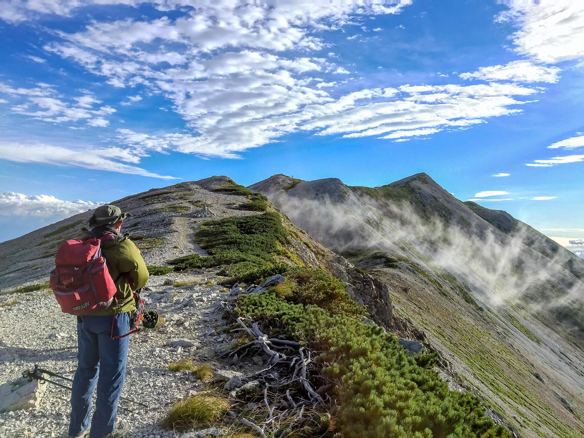白馬岳・坂の上の雲でも使われた小蓮華山への稜線