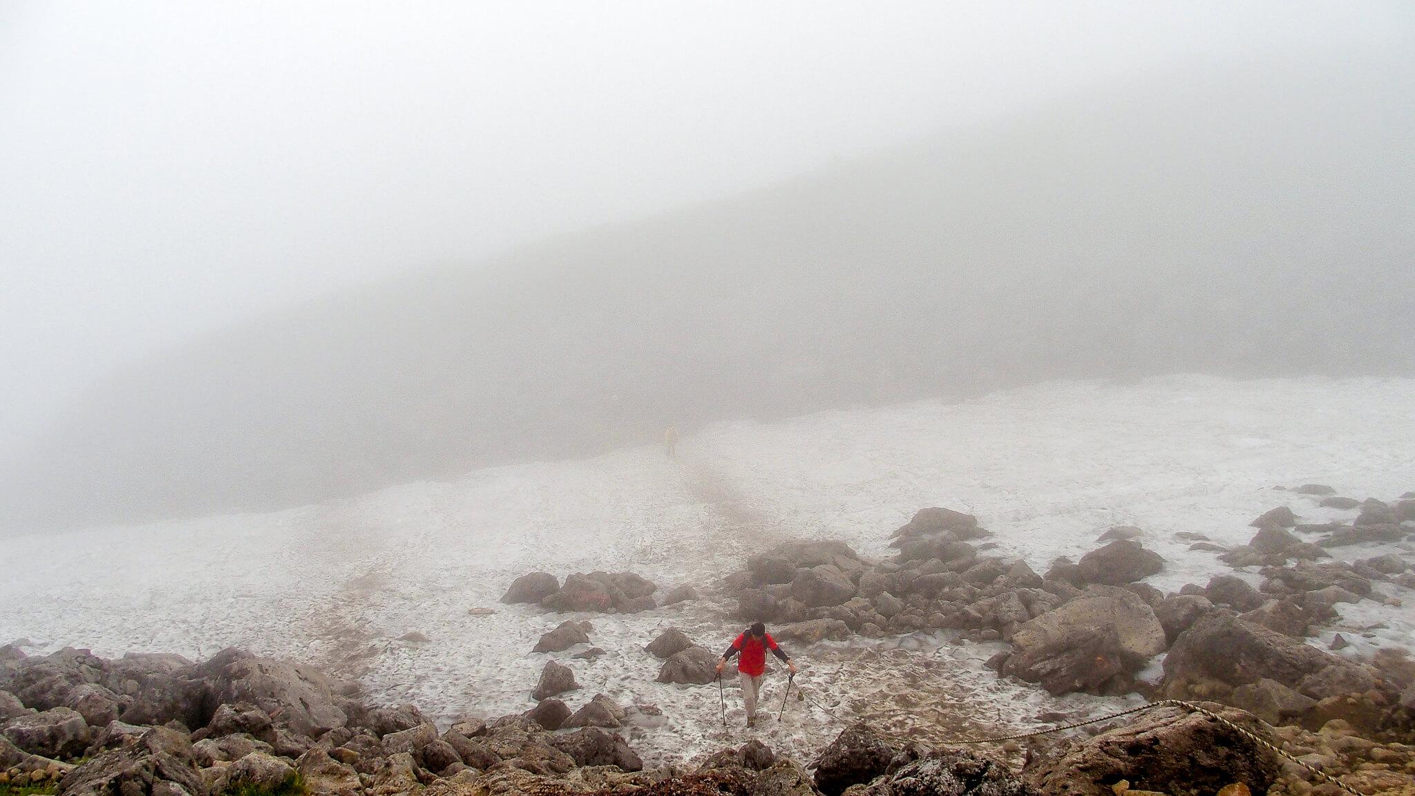 白馬岳・雪田の横断注意!