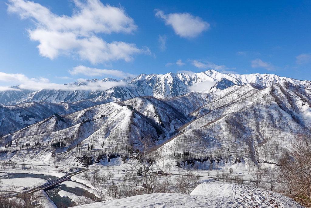 残雪期・日向倉山・いきなり絶景!荒沢岳と銀山平!