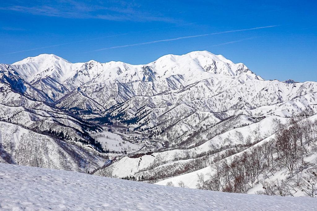 残雪期・日向倉山・越後三山(中ノ岳・越後駒ヶ岳・ほんとにちょこっと八海山)
