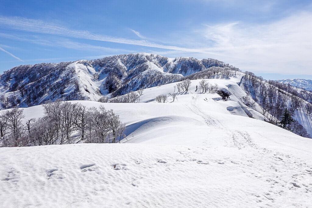 残雪期・日向倉山・近そうで結構遠い日向倉山