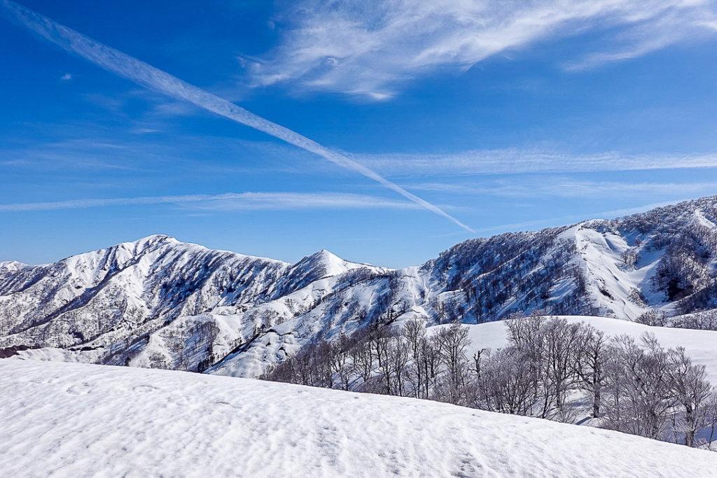 残雪期・日向倉山・日向倉山の先にある未丈ヶ岳