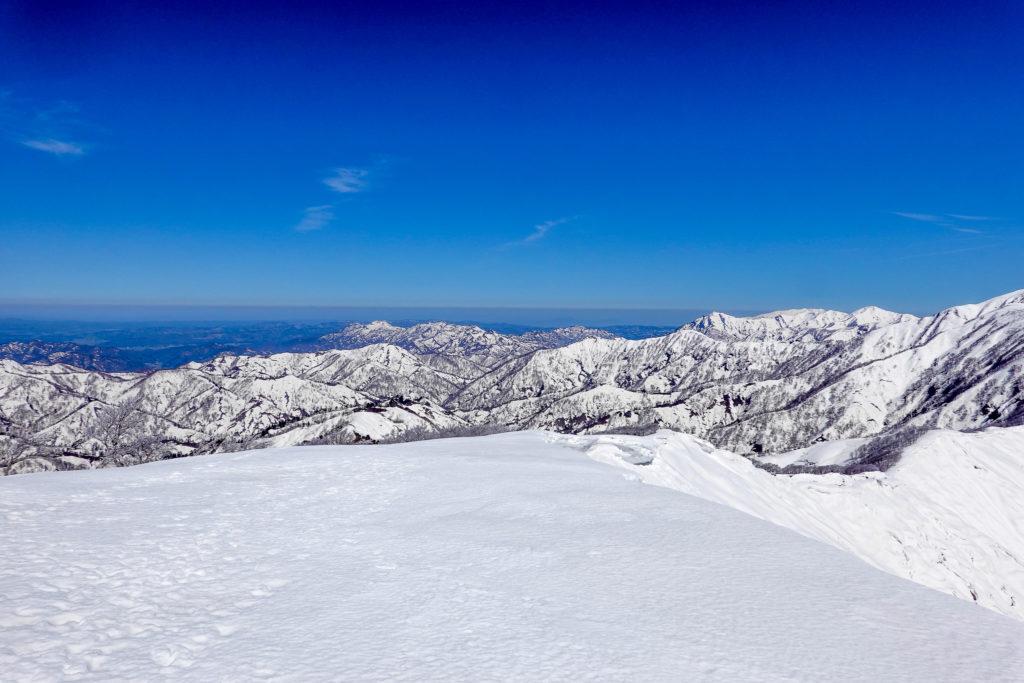 残雪期・日向倉山・山頂より日本海側