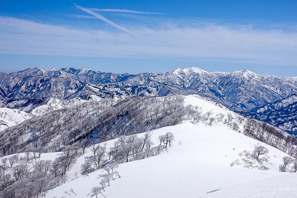 残雪期・日向倉山・山頂から会津方面