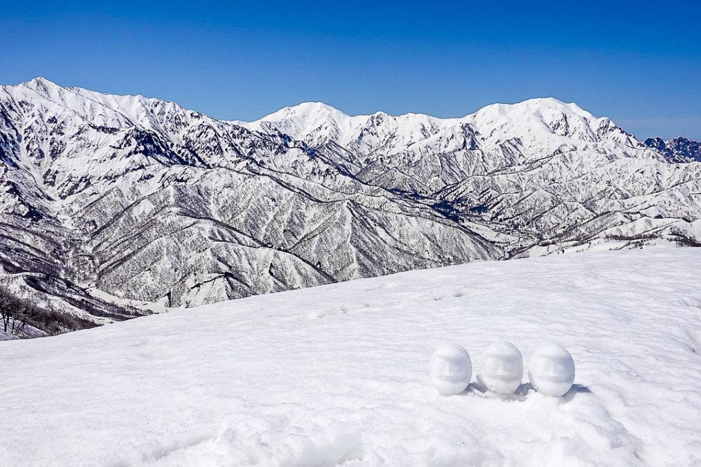 残雪期・日向倉山・裏越後三山と雪だるま