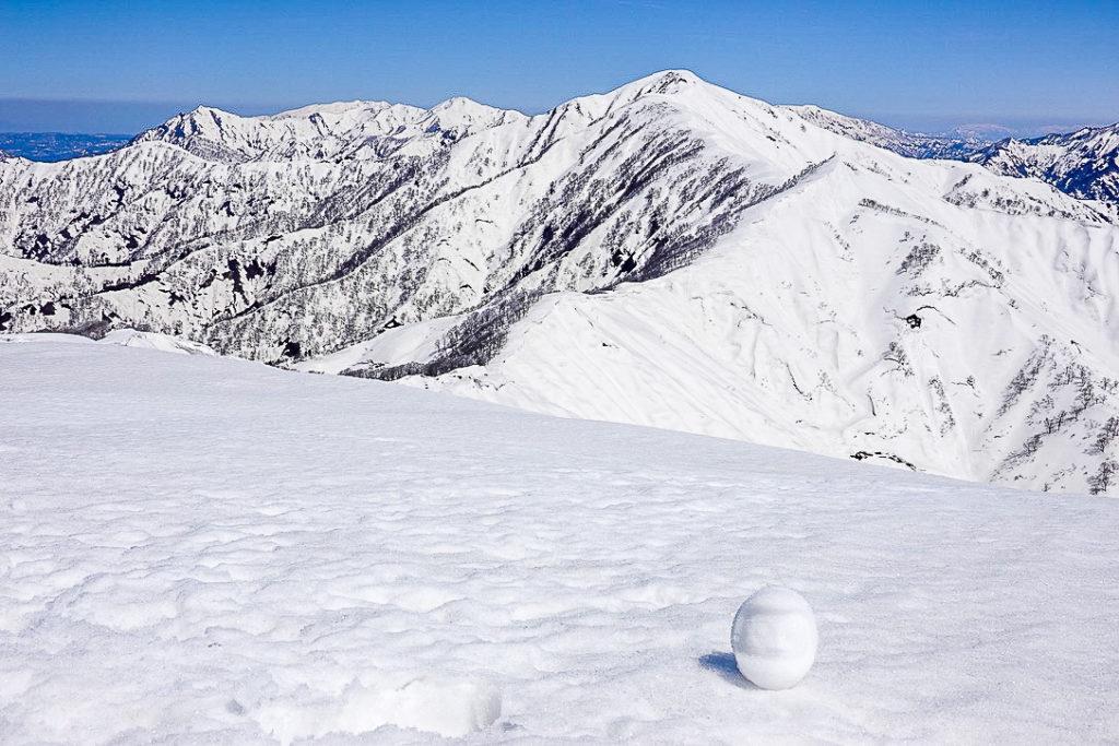 残雪期・日向倉山・未丈ヶ岳と雪だるま