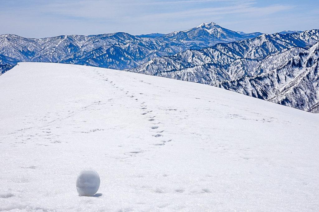 残雪期・日向倉山・燧ヶ岳と雪だるま