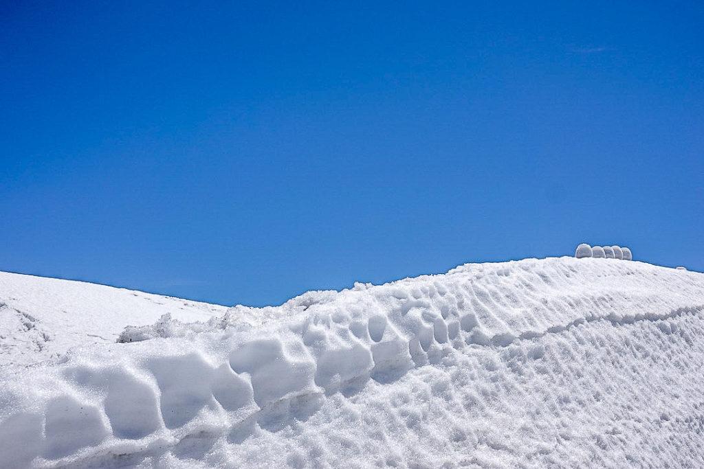 残雪期・日向倉山・波乗りだるま