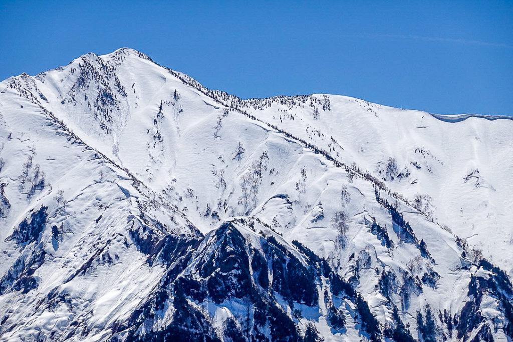 残雪期・日向倉山・荒沢岳から中ノ岳へと続く稜線1