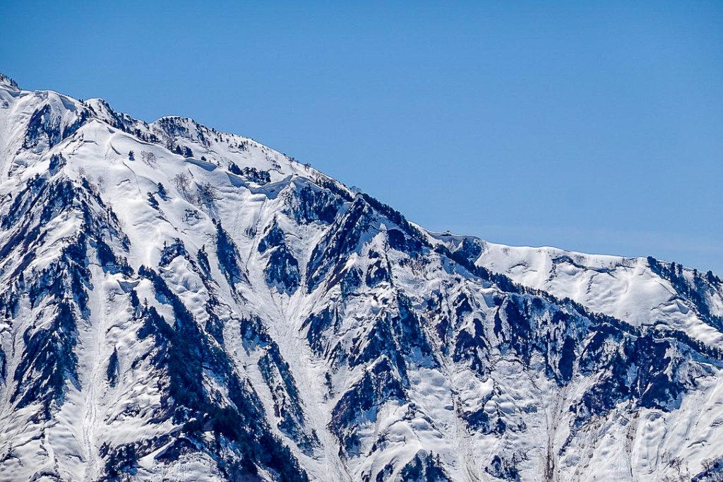 残雪期・日向倉山・荒沢岳から中ノ岳へと続く稜線3