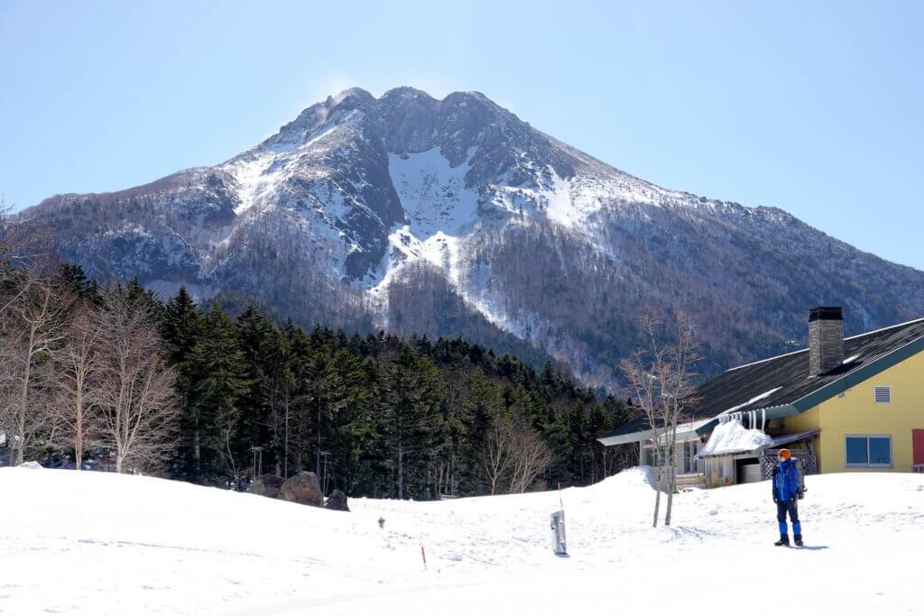 残雪期・日光白根山・山頂レストランしらねと日光白根山