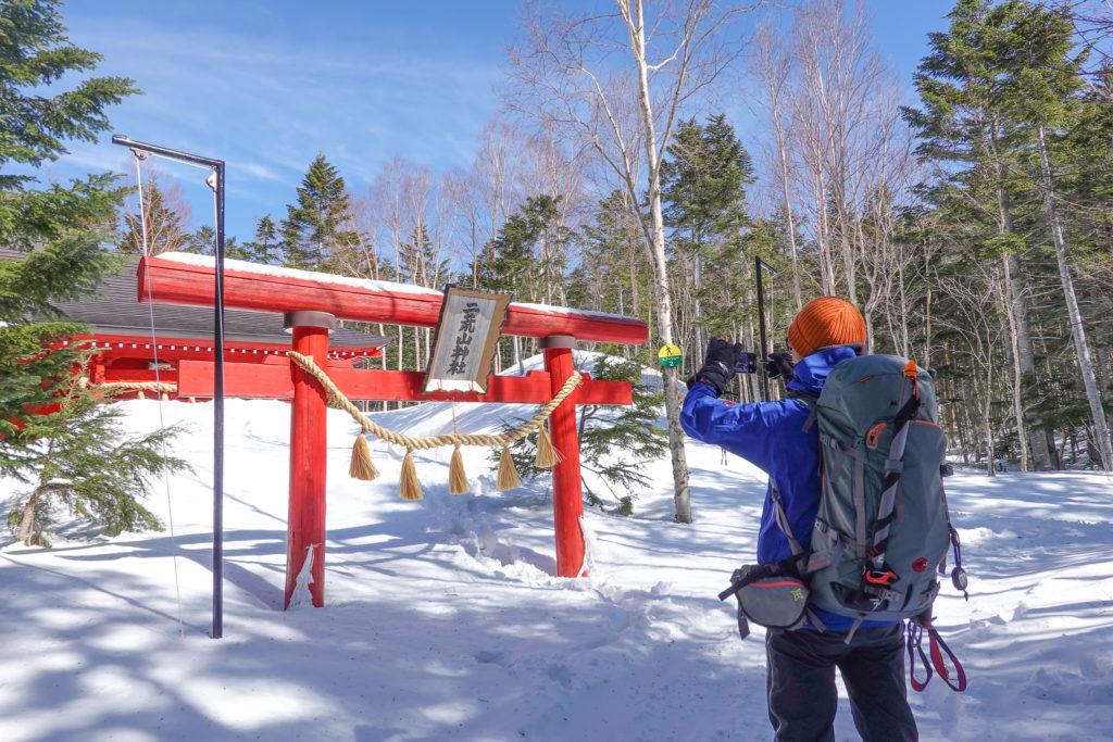 残雪期・日光白根山・二荒山神社の鳥居