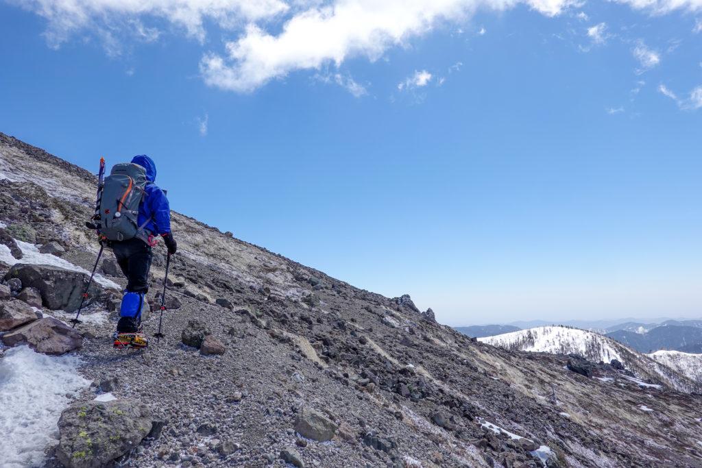 残雪期・日光白根山・山頂へ