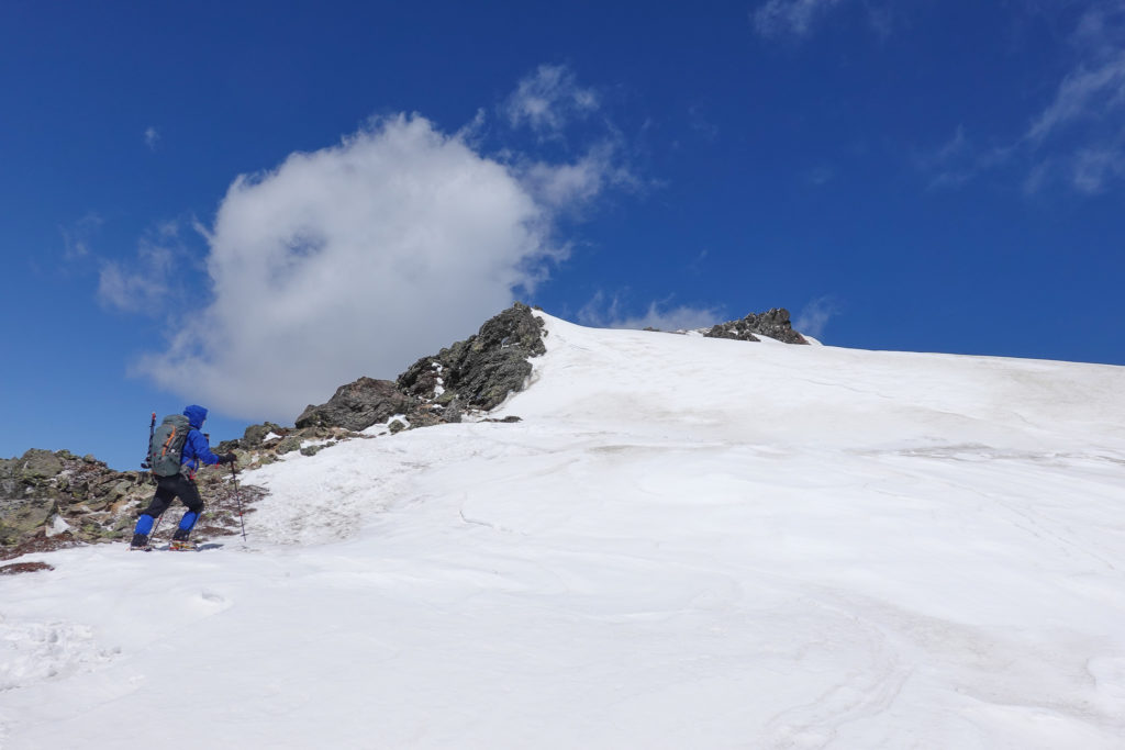 残雪期・日光白根山・山頂へ、山頂へ