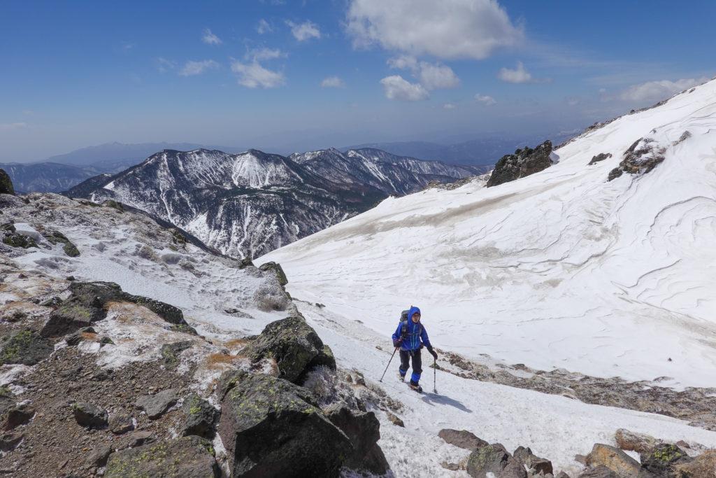 残雪期・日光白根山・風がうまくよけられる場所