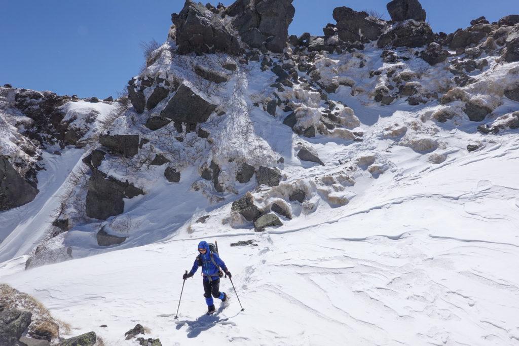 残雪期・日光白根山・山頂から弥蛇ヶ池方面へ下山