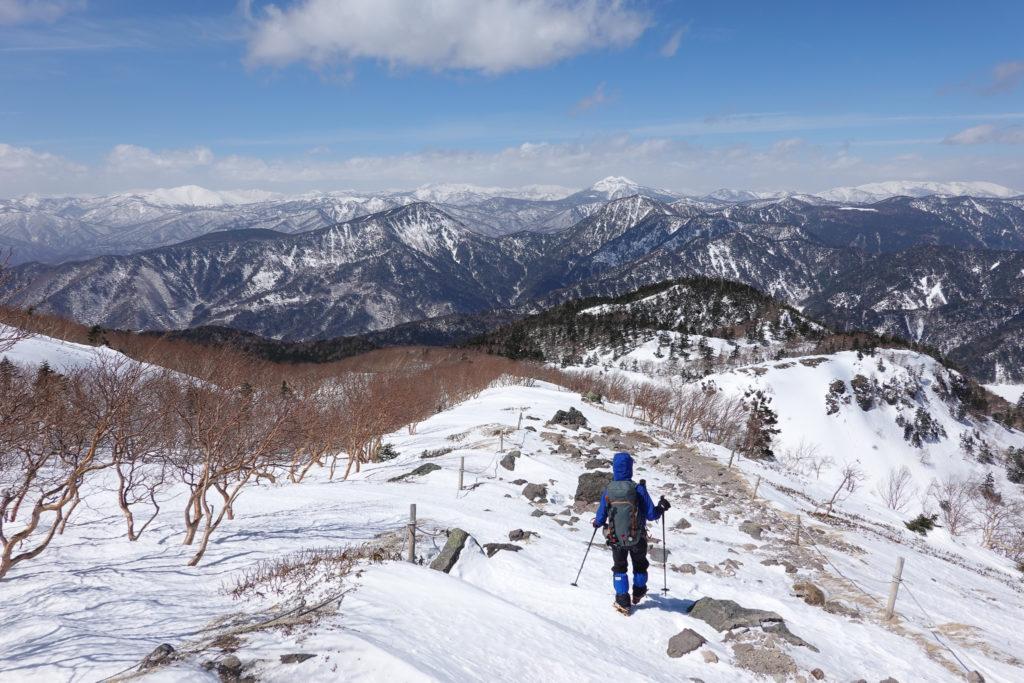 残雪期・日光白根山・至仏山、燧ヶ岳、会津駒ヶ岳を望む