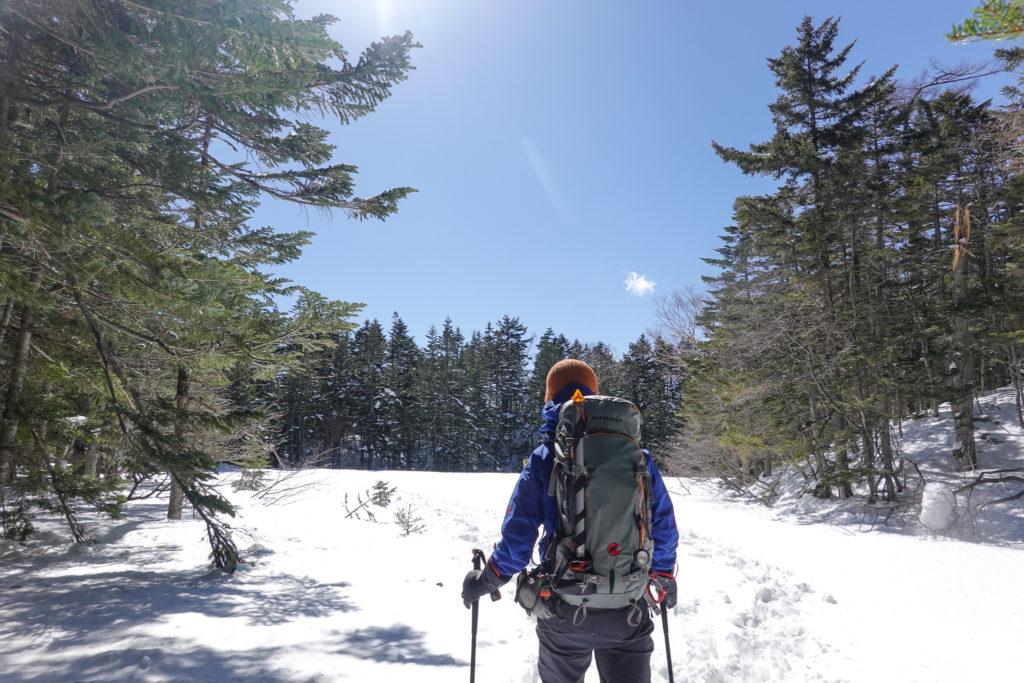 残雪期・日光白根山・突然開けた場所へ