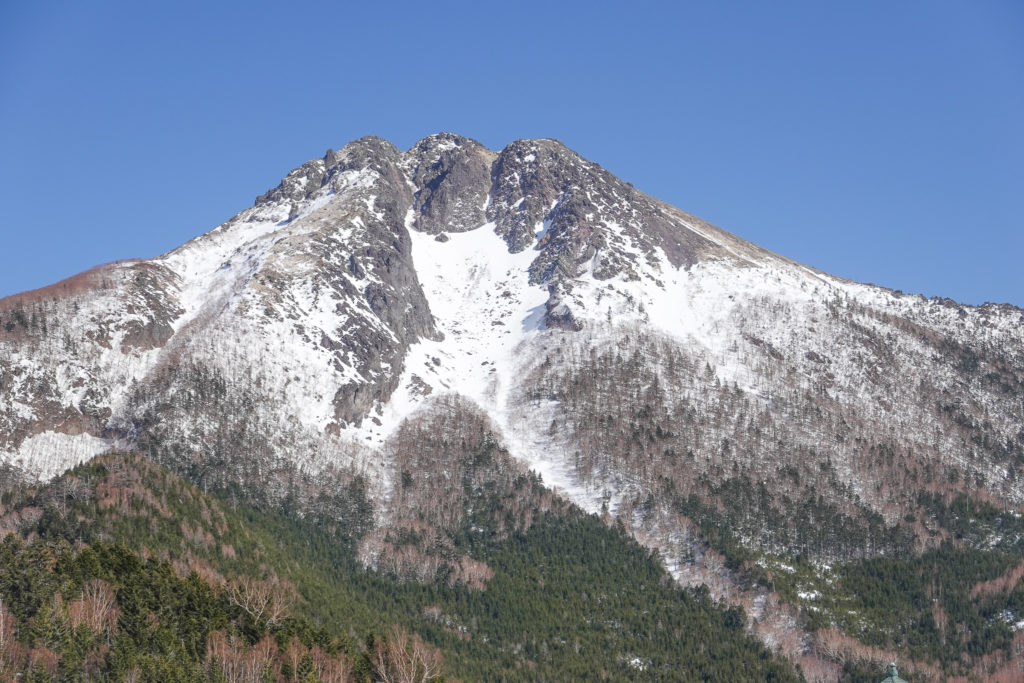 残雪期・日光白根山・展望台より日光白根山
