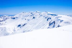 残雪期・守門岳・東洋一の大雪庇