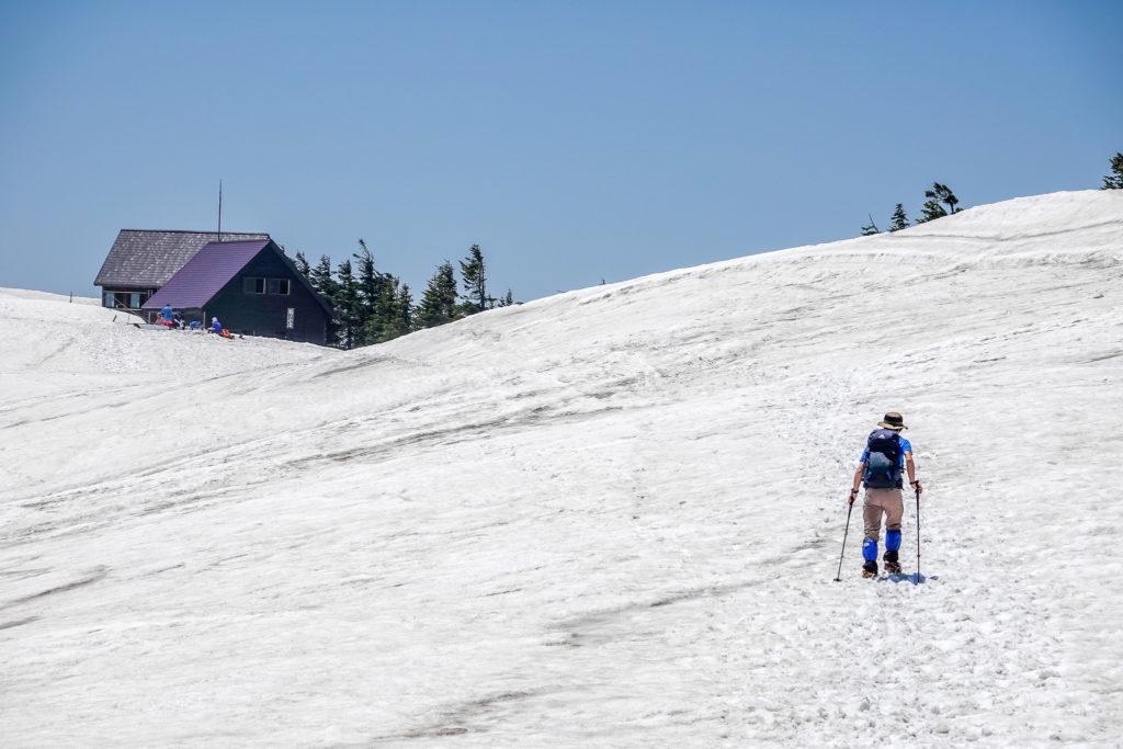 残雪期・会津駒ヶ岳・駒ノ大池は雪の下かな