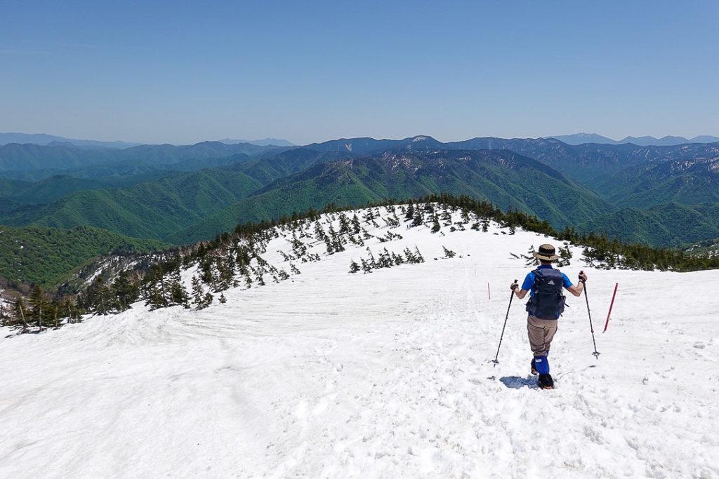 残雪期・会津駒ヶ岳・駒の小屋から滝沢登山口へ