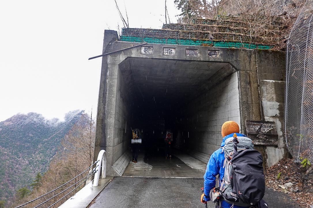 残雪期・甲斐駒ヶ岳・歌宿洞門