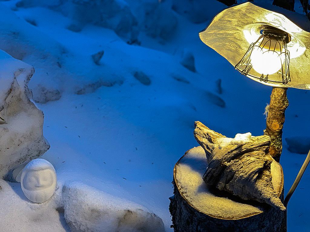 残雪期・甲斐駒ヶ岳・こもれびの雪だるま