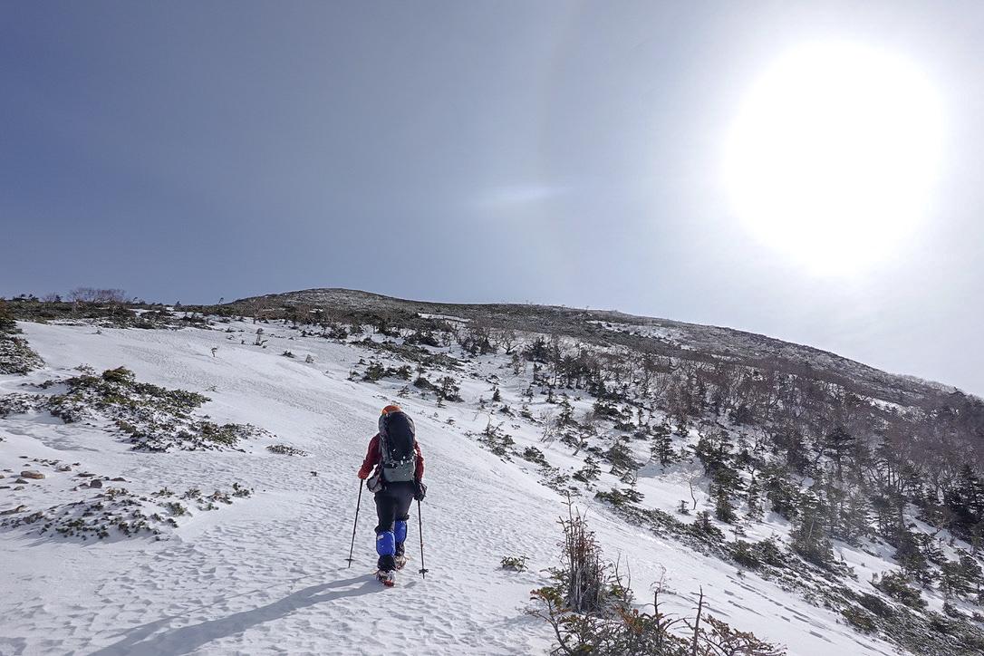 残雪期・甲斐駒ヶ岳・駒津峰の広い急登