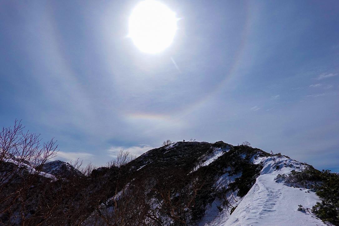 残雪期・甲斐駒ヶ岳・駒津峰からのハロ