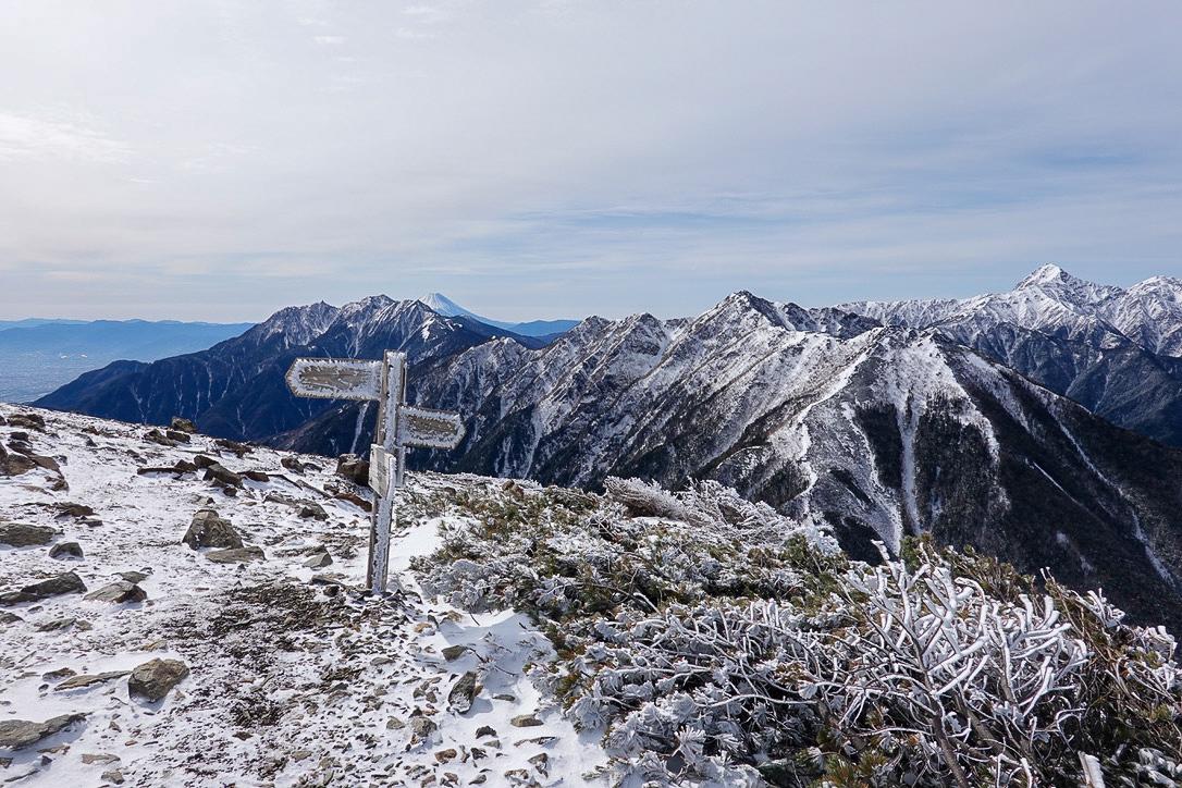 残雪期・甲斐駒ヶ岳・駒津峰からの栗沢山、アサヨ峰