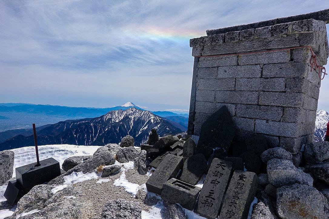 残雪期・甲斐駒ヶ岳・山頂から見えた環水平アーク