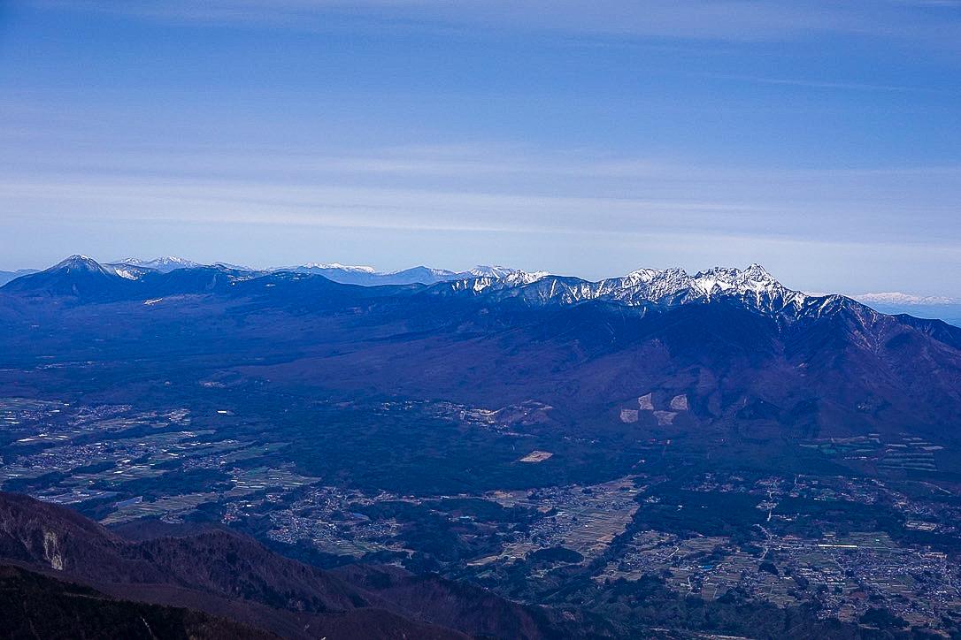 残雪期・甲斐駒ヶ岳・山頂からの八ヶ岳