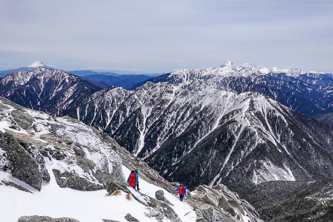 残雪期・甲斐駒ヶ岳・下山開始