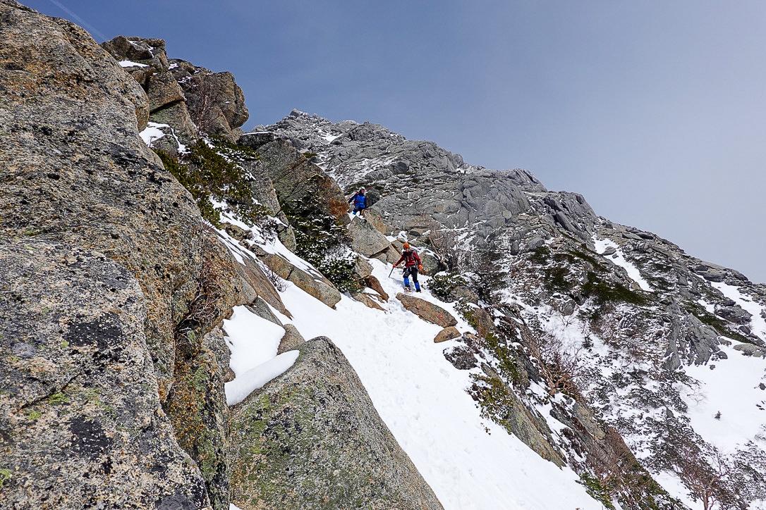 残雪期・甲斐駒ヶ岳・直登ルートの下りは怖い