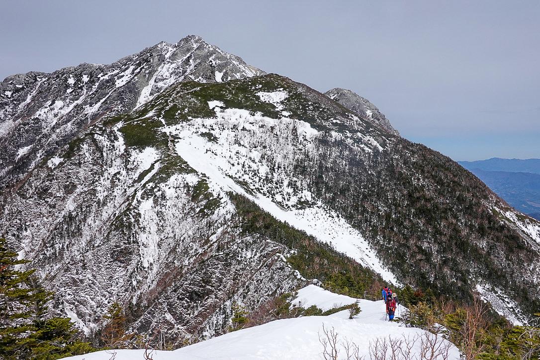 残雪期・甲斐駒ヶ岳・駒津峰から双児山への稜線