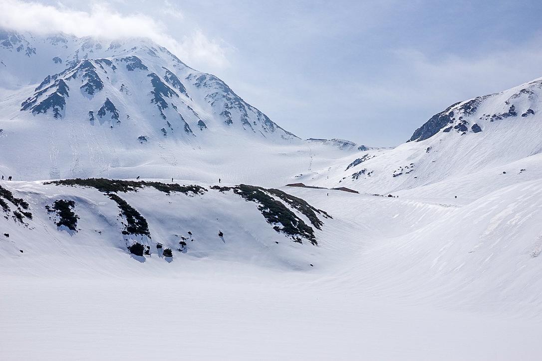 残雪期・奥大日岳・一ノ越、雄山へと向かう人々