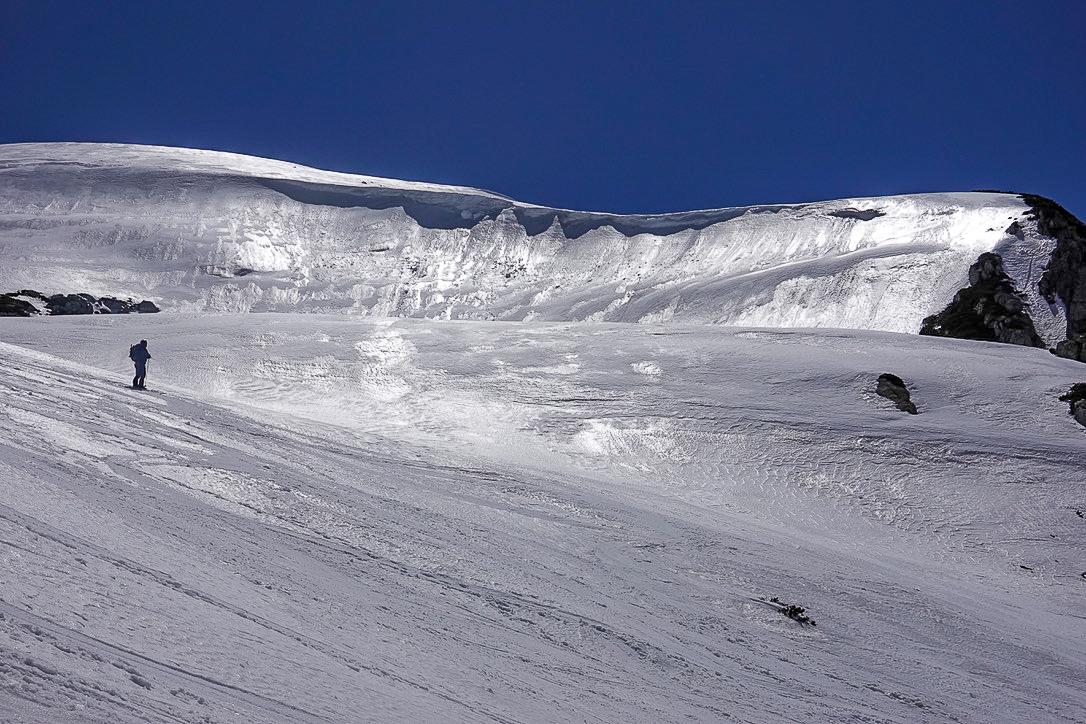 残雪期・立山(雄山)・浄土山とBCスキーヤー