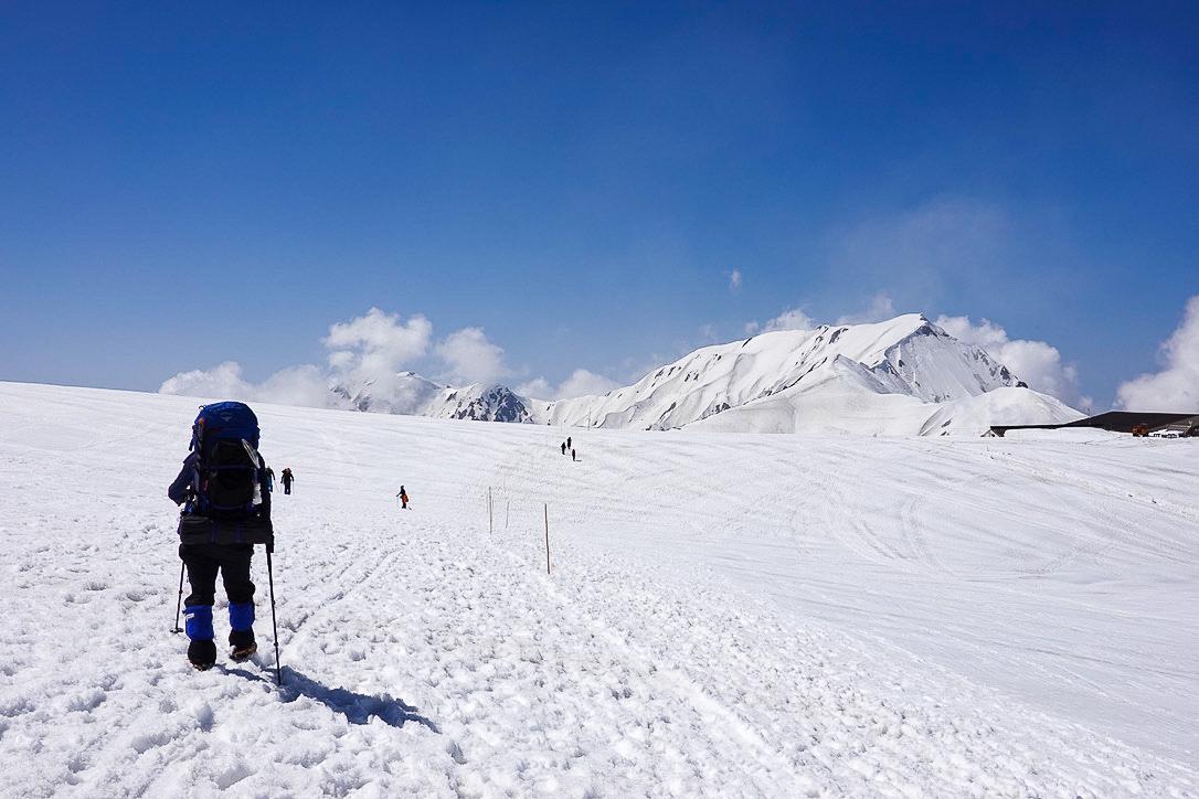 残雪期・立山(雄山)・室堂平からの景観