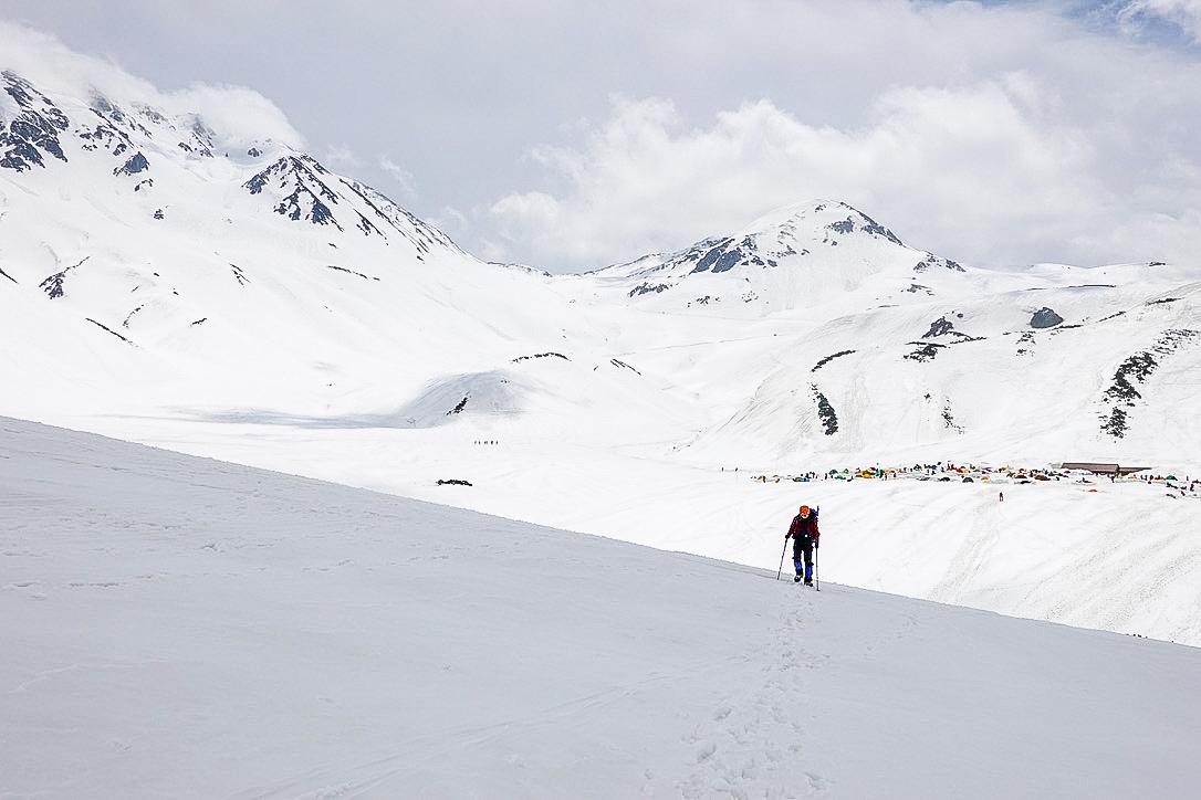 残雪期・奥大日岳・雷鳥沢キャンプ場から奥大日岳へ
