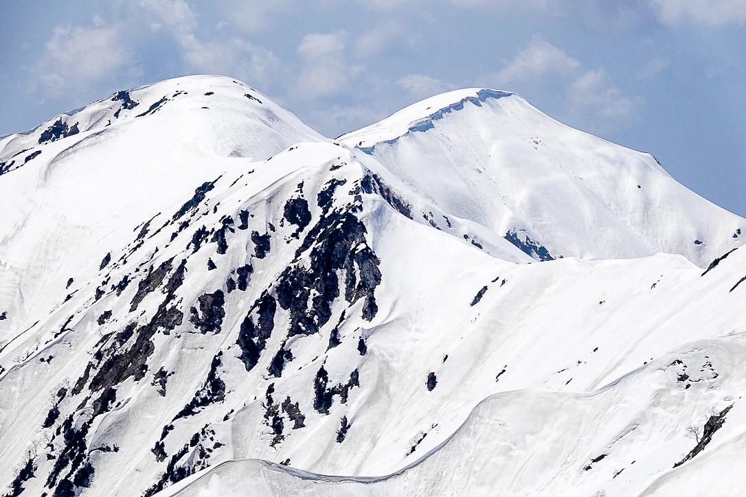 残雪期・奥大日岳・2440mピークからカガミ谷乗越へ