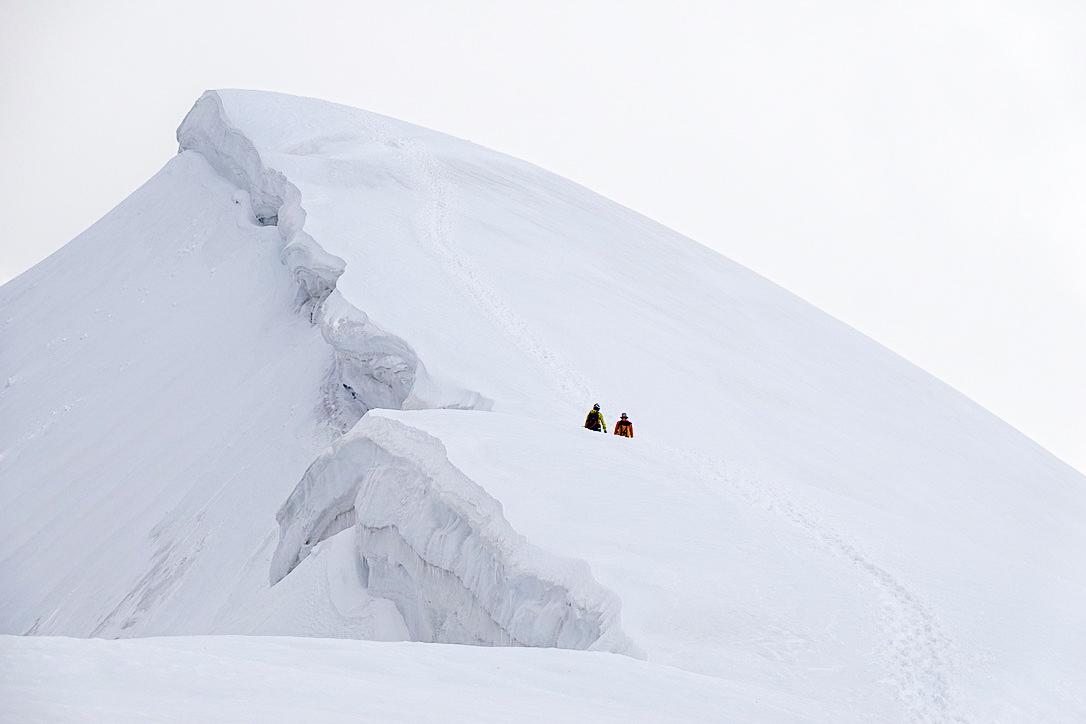 残雪期・甲斐駒ヶ岳・大雪庇