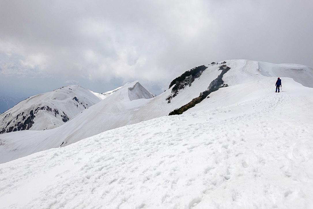 残雪期・甲斐駒ヶ岳・どこがピークかわかりまへん