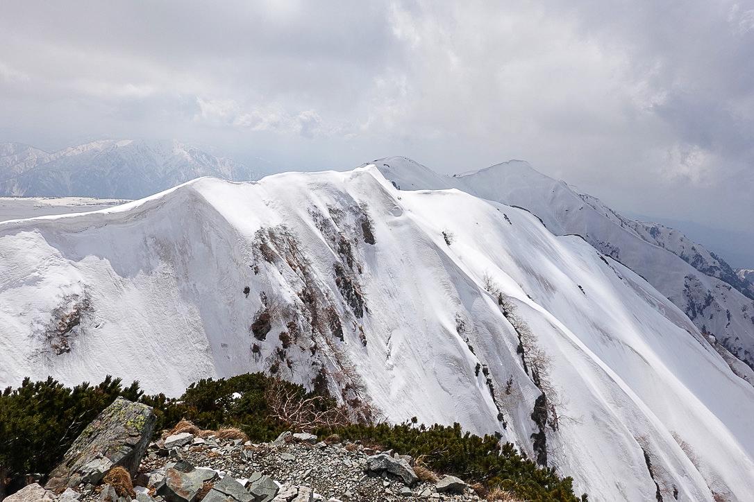 残雪期・奥大日岳・奥大日岳から大日岳へと続く稜線