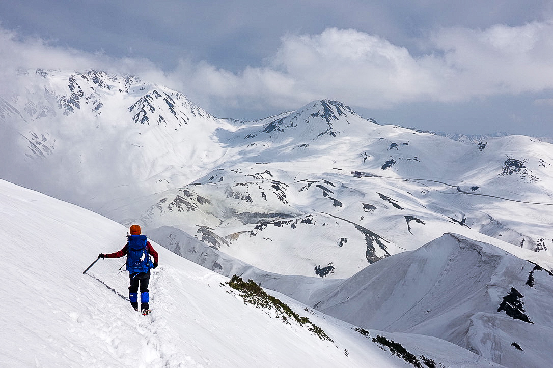 残雪期・奥大日岳・トラバース道はちょっと怖い