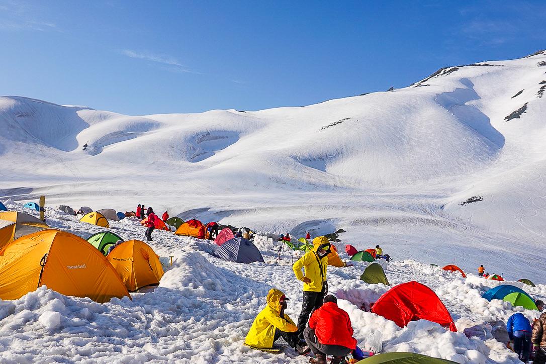 残雪期・奥大日岳・雷鳥沢キャンプ場からの別山へと続く道
